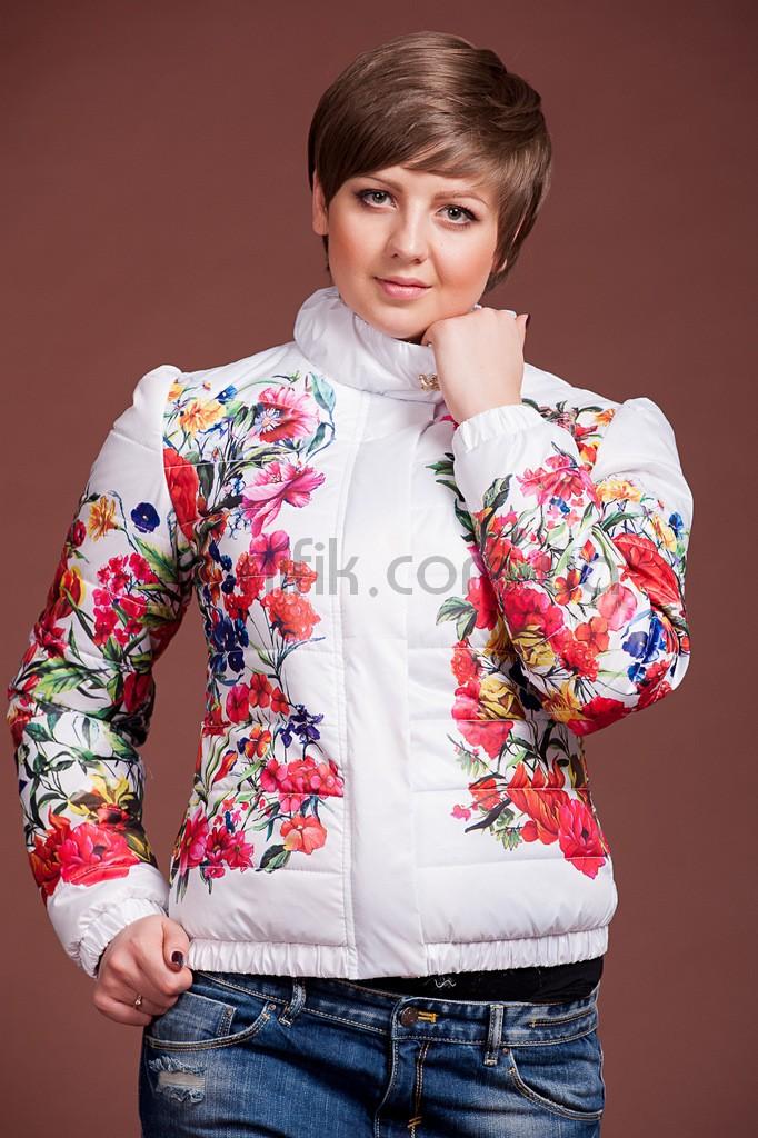 Фото куртки белой с цветами